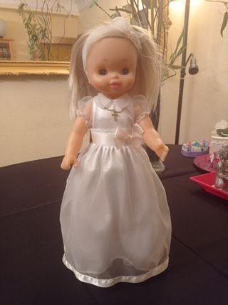 muñeca de comunión de famosa