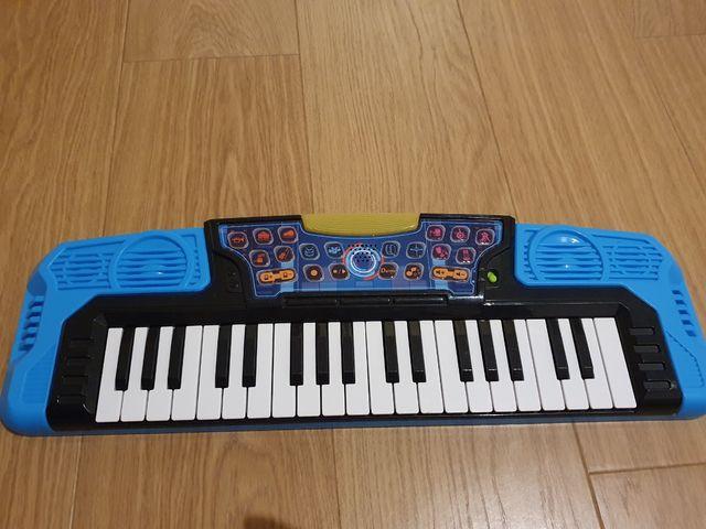 Órgano eléctrico Cool Kidz de WinFun. Juguete