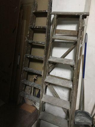 Escaleras de madera y metal en Móstoles.