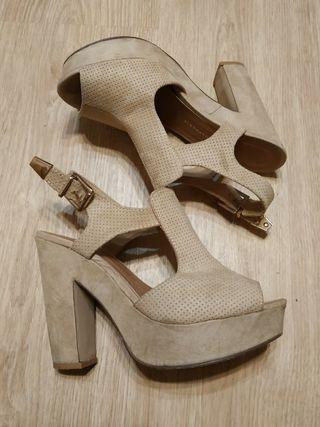 Sandalia de tacón alto