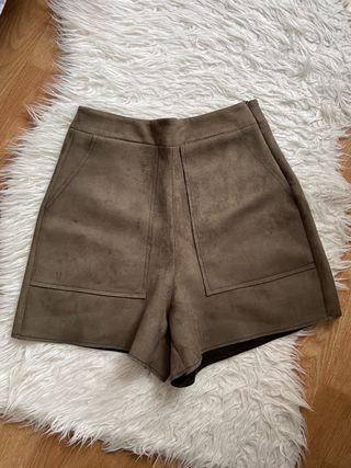 Short de antelina caqui Zara