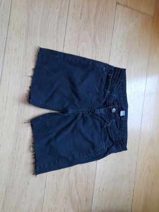 pantalón vaquero corto negro