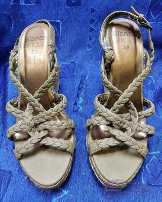 Sandalias verde suave. BLANCO. Talla 38