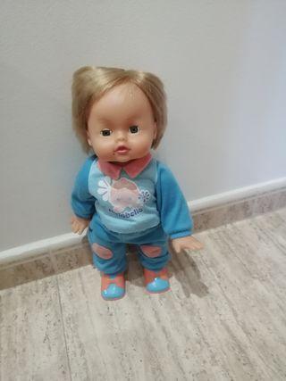 muñeca anda y habla