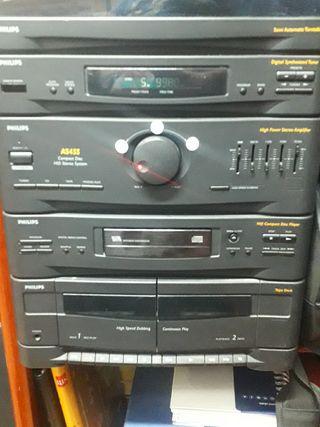 Equipo de música Philips con altavoces