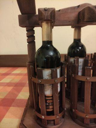 Botellero rustico de madera.