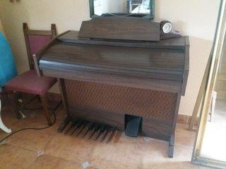 Órgano eléctrico antiguo