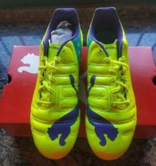 Se vende botas de fútbol número 46