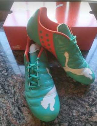 Se vende botas futbol número 46