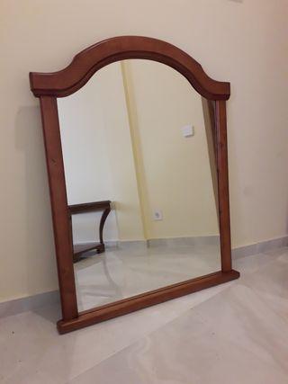 Espejo grande con marco de madera
