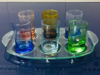 Bandeja + juego 6 mini vasos chupitos multicolor