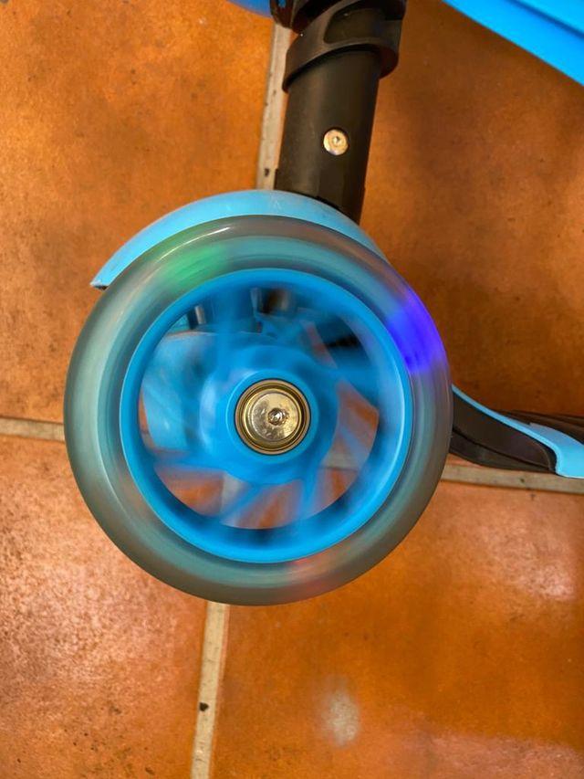 Patín niño/niña con sillín y ruedas con luces