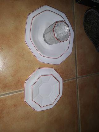 vajilla reborde rojo 0,75cts 54 piezas