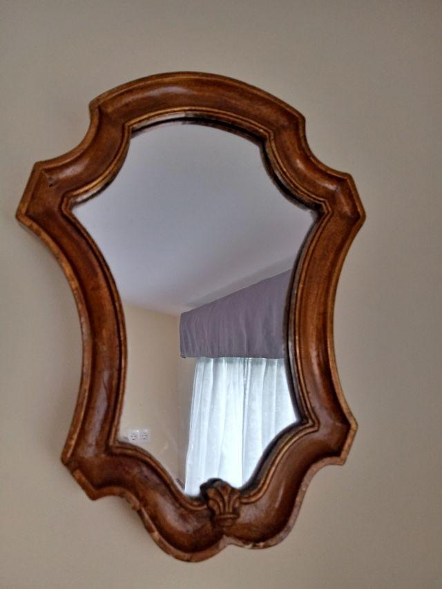 Pequeño espejo de pared vintage