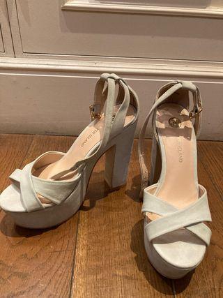 Sandalias de tacón nude / gris claro
