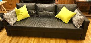 Sofa cama FRIHETEN de IKEA.