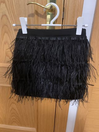 Falda de plumas negra