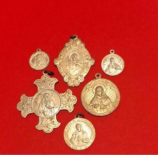 Medallas religiosas antiguas.