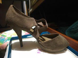 Zapatos de tacón en ante marrón
