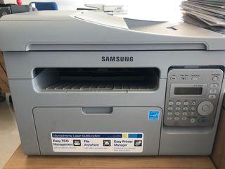 Impresora láser multifuncion.