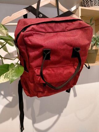mochila roja nueva
