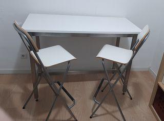 Mesa alta y taburetes
