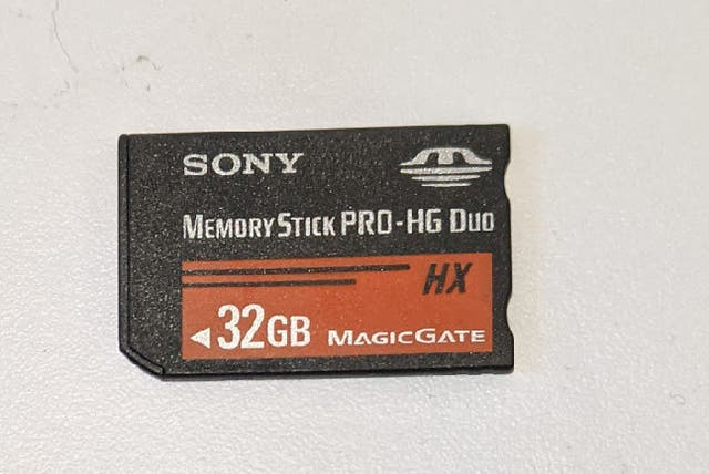 Cámara EVIL Sony Alpha 6000 con objetivo SEL55210