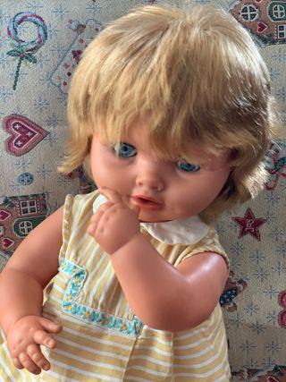 Muñeca Carina