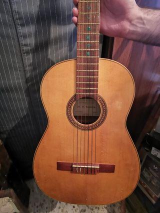 Guitarra estudio | M G Contreras