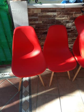 4 sillas rojas