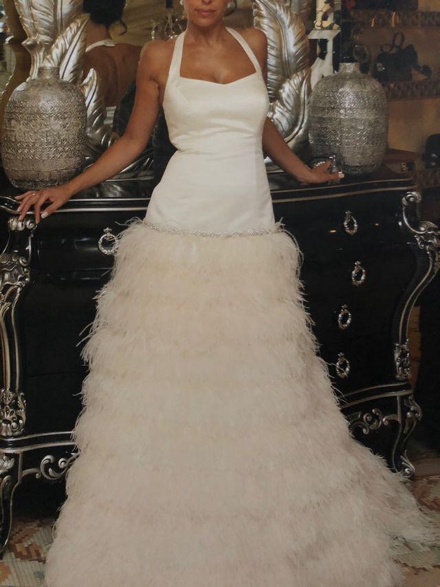Vestido novia pluma con cinturón de cristales