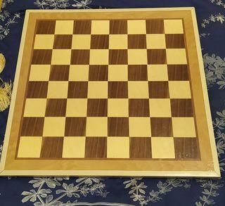 Tablero damas/ajedrez y parchís.