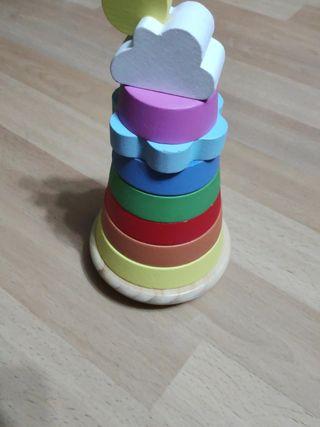 torre apilable de madera de colores