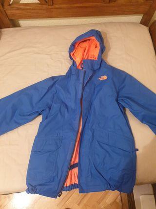 Se vende abrigo north face.