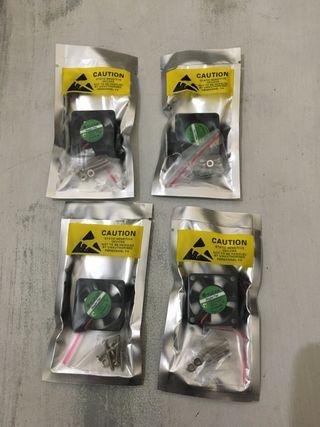 4 Mini ventiladores para impresora 3D o similar.