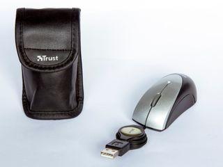 MINI RATÓN ÓPTICO USB CON FUNDA Y CABLE RETRÁCTIL