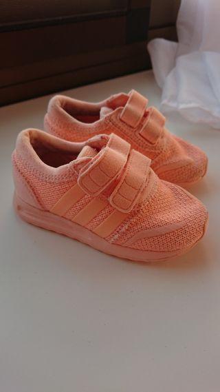 Zapatillas Adidas bebé talla 21 color melocoton