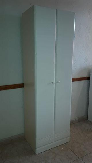 Armario blanco para baño o terraza