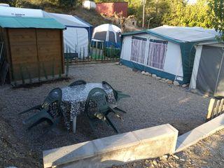 caravana instalada fija en camping