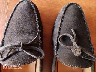 Zapatos Scalpers ante marrón con lazo.