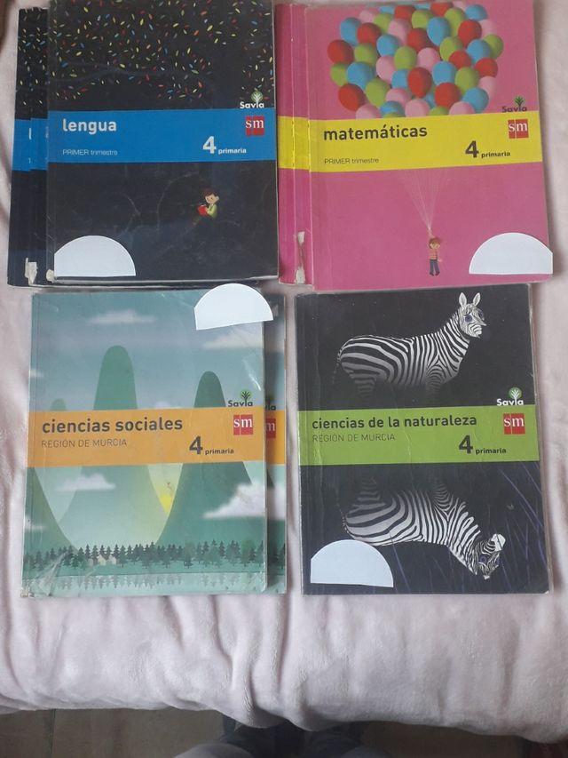 libros: sociales, naturales, lengua y matemáticas.