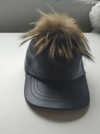 gorra piel con pompón