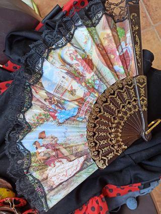 Mantón triangular flamenco o de sevillanas