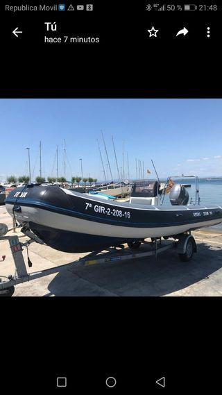 barca semirrigida con remolque