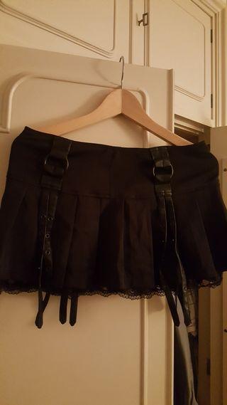 Falda negra. Gotica.