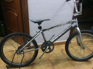 Se hacen y restauran bicicletas por encargo