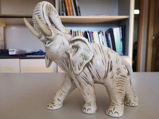 Escultura de elefante de yeso