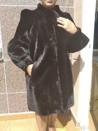 Abrigo de mouton negro.