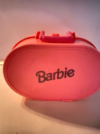 Casa portátil de Barbie. Maletín.