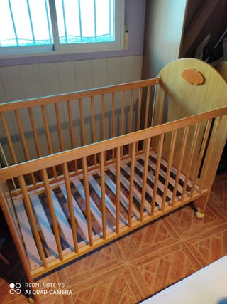Cuna bebés de madera.